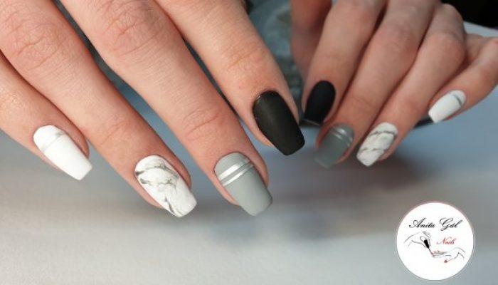 Nahaufnahme von Fingern nach Maniküre mit AnitaGal im Kosmetikstudio Sendling