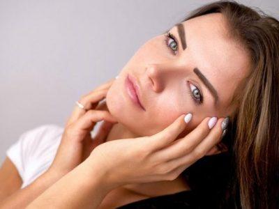 Frau im Kosmetikstudio Sendling